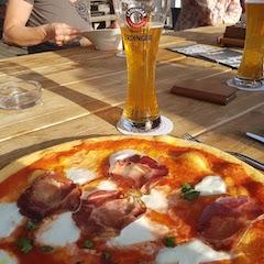 Pizza und Bier